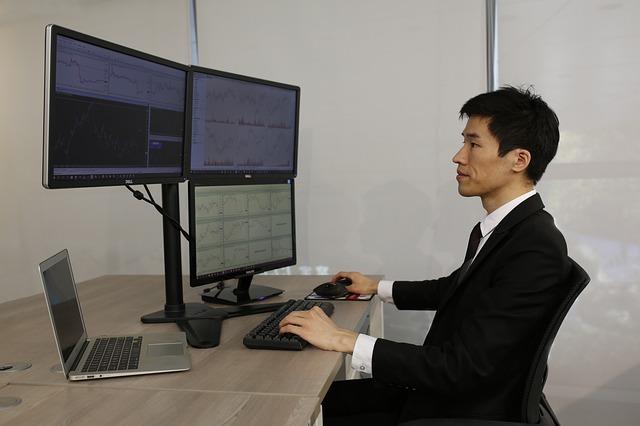 perbedaan investor vs trader saham