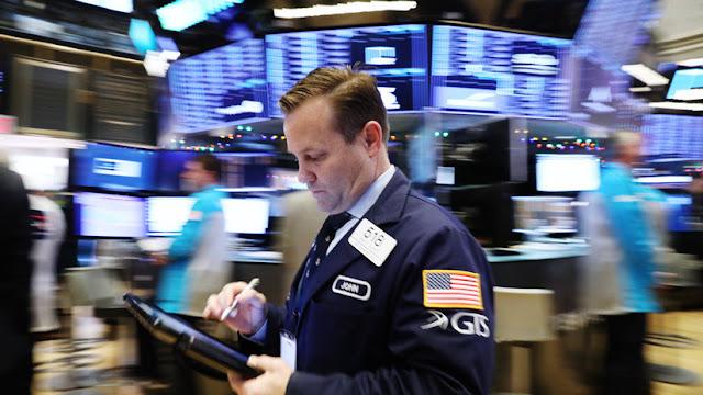 El Dow Jones se desploma y pierde más de 500 puntos