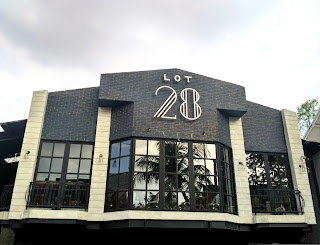 Lot Cafe 28 : Dua Rasa Delapan Cerita