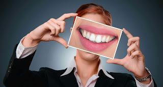 8 Cara Memutihkan Gigi Secara Alami Cermat Kita