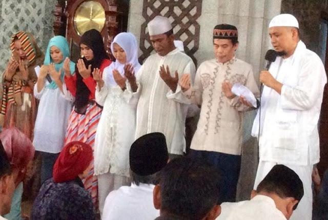 657 Orang Berduyun-duyun Masuk Islam di Azzikra Disertai Gemuruh Takbir dan Air Mata