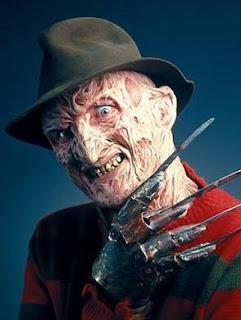 Imagen del terrible Freddy Krueger con su guante de cuchillas y su jersey a rayas...
