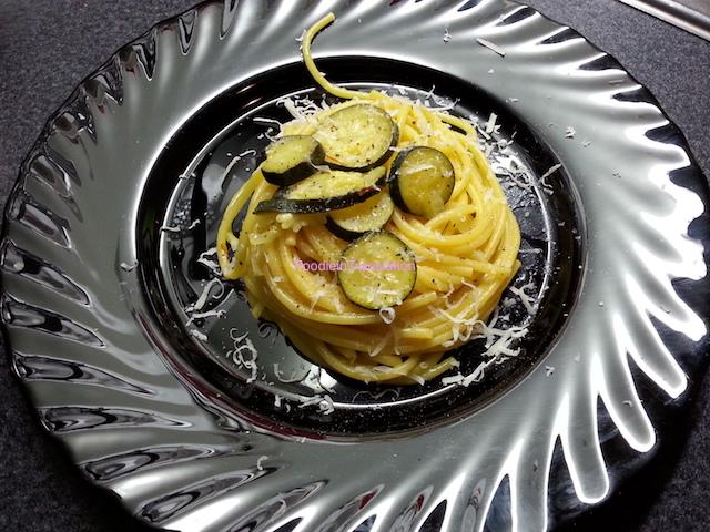 Spaghetti con zucchine e zafferano - Zucchini and saffron spaghetti