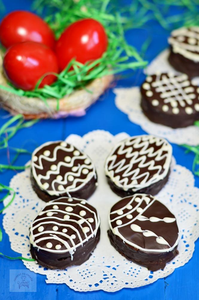 http://www.caietulcuretete.com/2017/04/oua-glazurate-cu-ciocolata.html