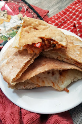 http://courtneyscookbook.com/2017/03/06/pita-calzones/