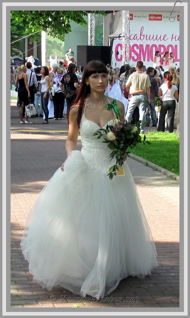 Moscow Runaway Bride With Flowers