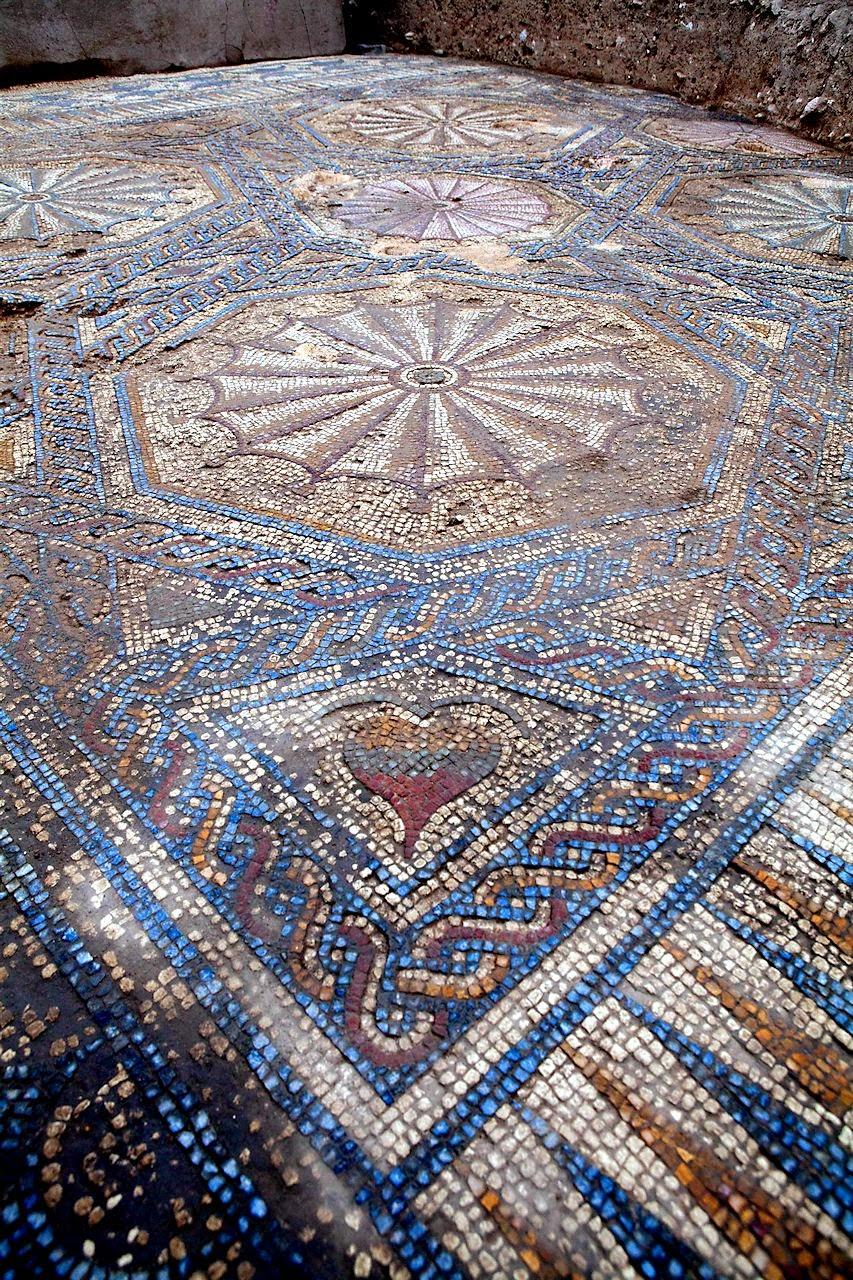 Cástulo: exemplo de piso romano de mosaico.