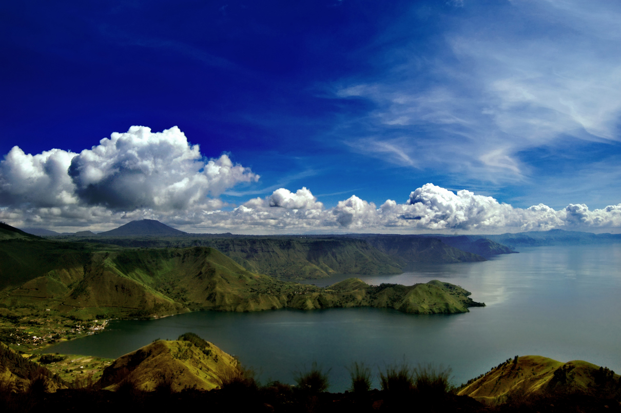 Amazing Indonesia 15 INTERESTING FACTS ABOUT THE LAKE TOBA