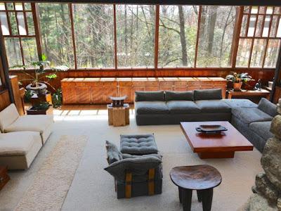 Interior de una casa diseñada por  Kaneji Domoto