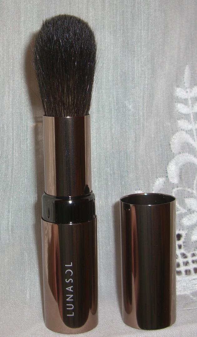 Blusher Brush Makeup Brushes: Blushed Wombat...: Lunasol Cheek Brush S Review (blush Brush