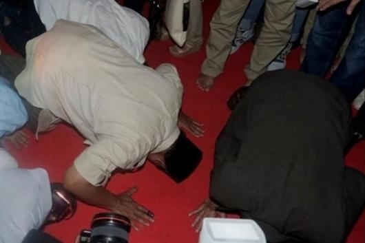 Tanpa Sandiaga, Prabowo Klaim Menang 62% dan Sujud Syukur