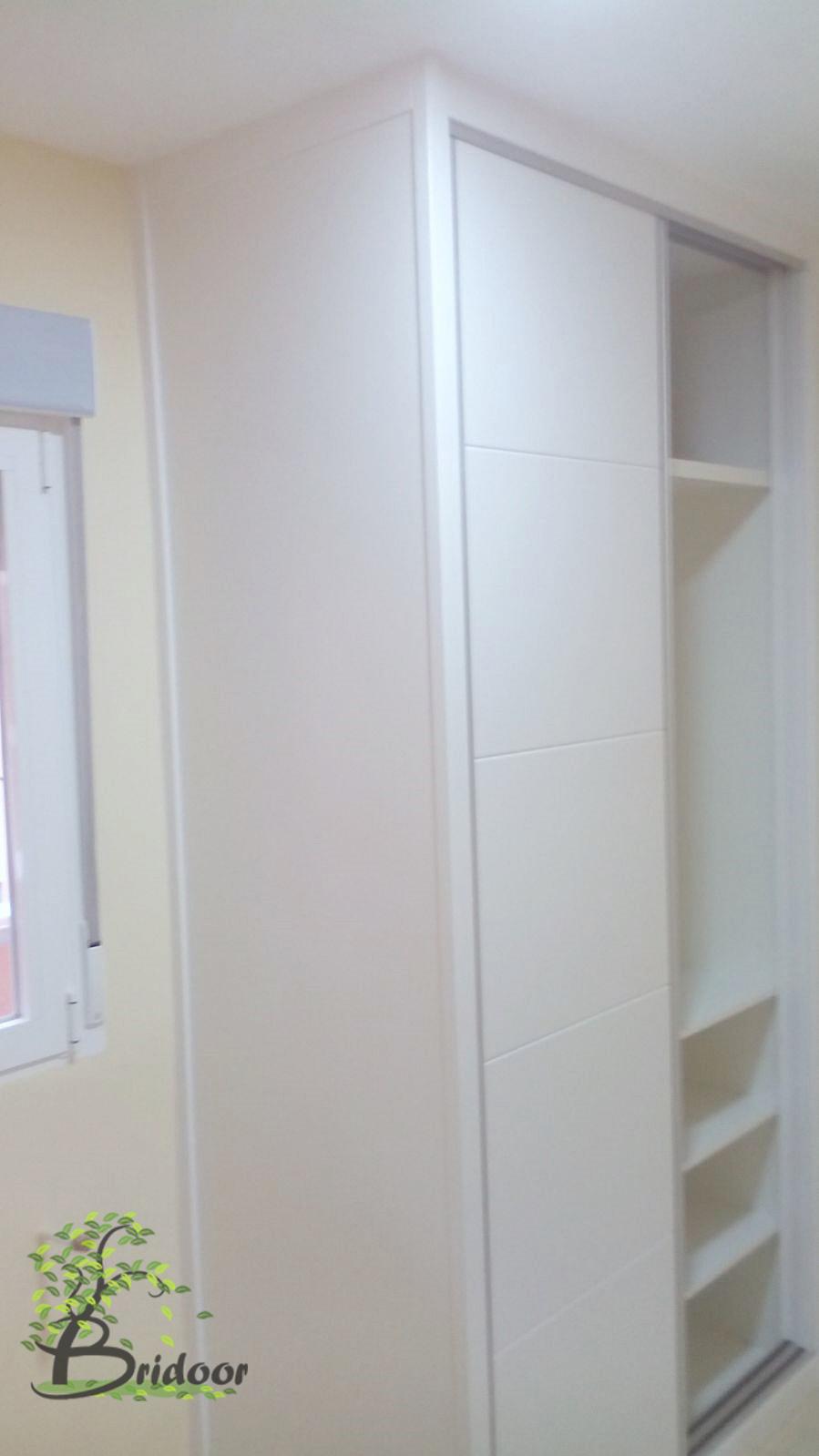 Bridoor s l vivienda con puertas y armarios lacados en la - Armarios blancos lacados ...