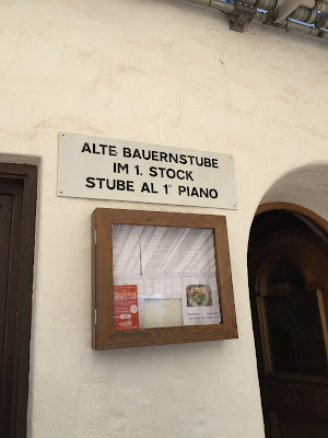Sign indicating location of stube in Albergo Signaterof