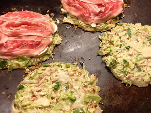 Okonomiyaki op de bakplaat