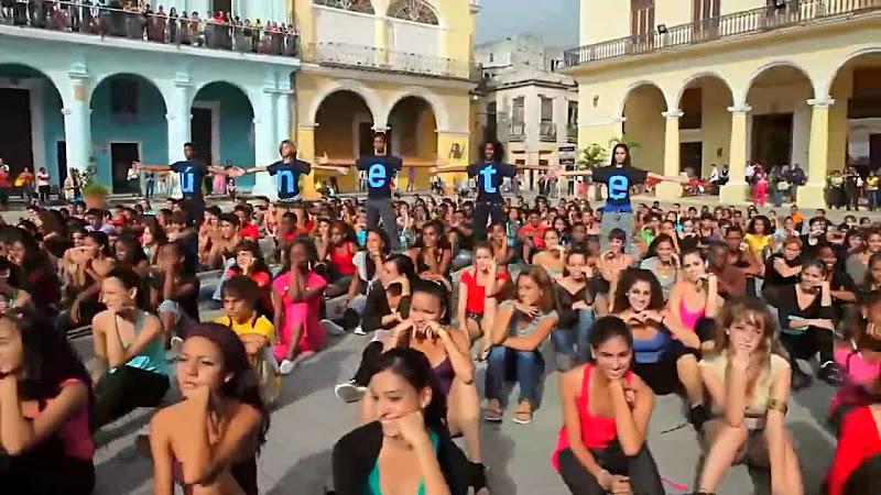 Raúl Paz - ¨Gente¨ - Videoclip - Dirección: Raúl Paz - Luis Najmías Jr. Portal Del Vídeo Clip Cubano