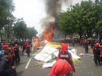 Pembakaran Bunga oleh Massa adalah Teguran agar Ahok Cepat 'Move On'