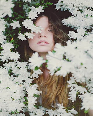 pose tumblr con flores