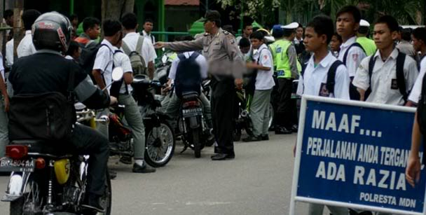Lengkapi Surat-Surat Kendaraan Anda, Tak Ada SIM Motor Bakal Ngandang