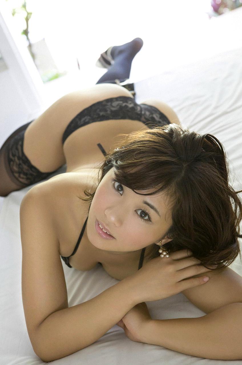 hitomi yasueda sexy bikini pics 02