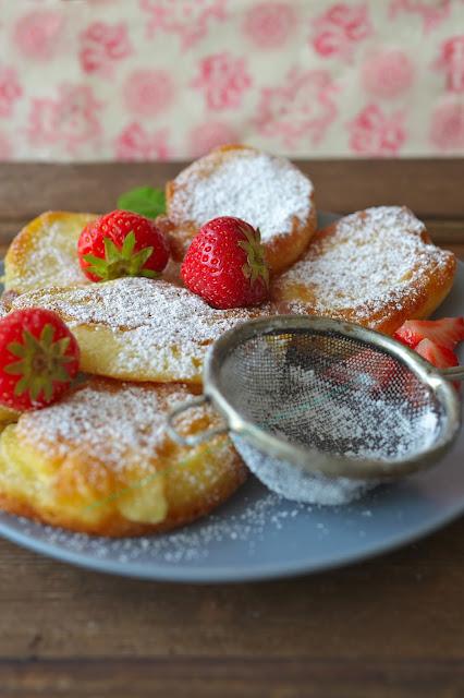 http://dolcevitainmykitchen.blogspot.de/2015/09/placki-pancakes-z-truskawkami.html