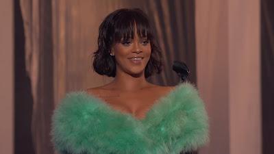 Rihanna - Love On The Brain ( Live From the 2016 Billboard Music Awards )