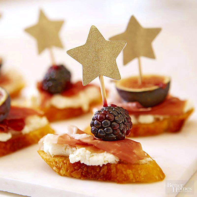 Gorgeous Oscars Party Food Ideas - easy, quick and delicious appetizers, treats and cocktails for a glam Oscars or Awards ceremony viewing party! via BirdsParty.com @birdsparty #oscars #oscarsparty #oscarspartyfood