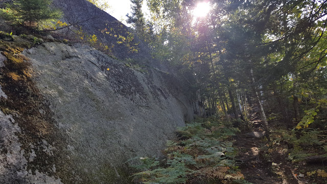 Sentier en direction du Cap360