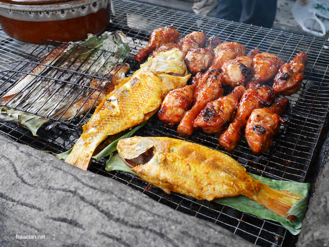 Barbecued meat and seafood