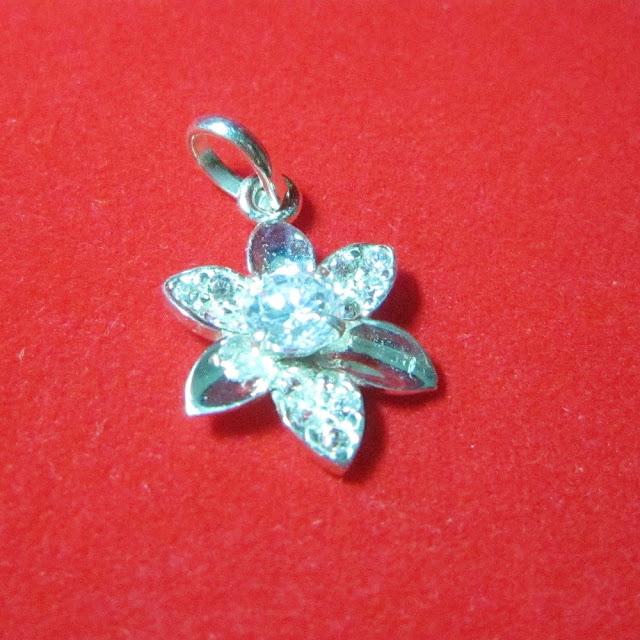 www.trangsuc.top - Mặt dây chuyền hình cánh hoa sáu cánh M001 - Giá: 105,000 VNĐ - Liên hệ mua hàng: 0906846366(Mr.Giang)