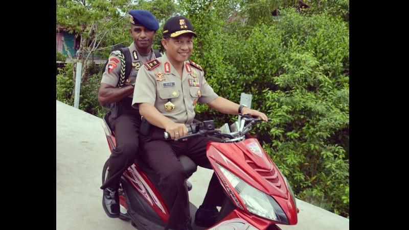 Tito Karnavian membonceng anak buah di Papua