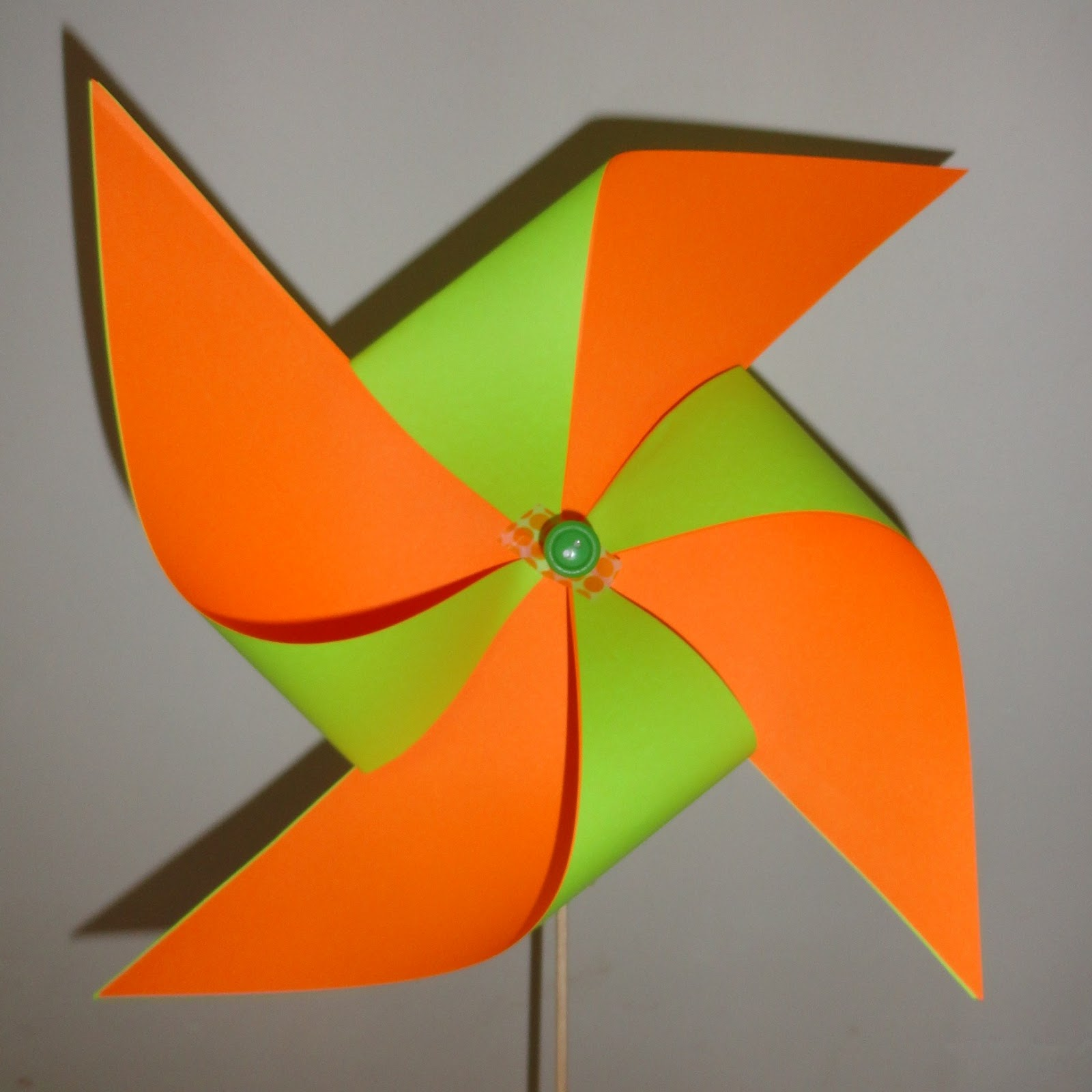 amaliz cr ations faire un moulin vent en papier. Black Bedroom Furniture Sets. Home Design Ideas