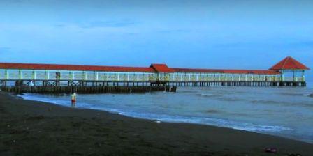 Bersantai di Pantai Purwahamba Sambil Menikmati Keindahan Alamnya