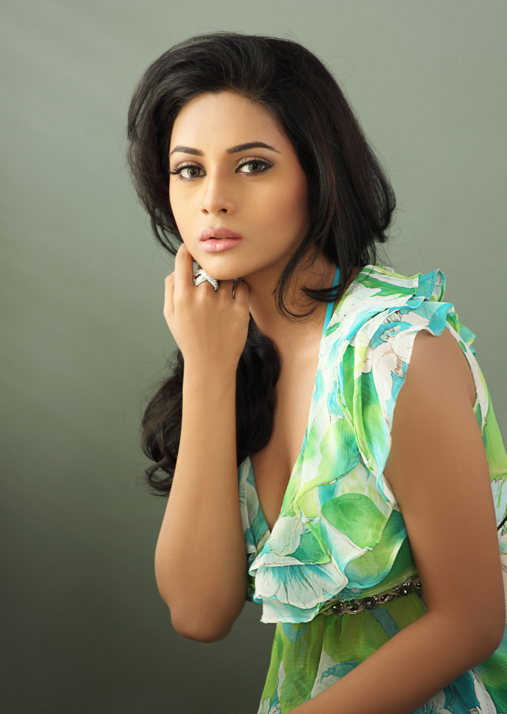 Suza latest hot spicy image gallerie