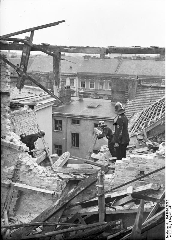 25 August 1940 worldwartwo.filminspector.com Berlin bombing