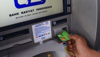 Cara Mengatasi Kartu ATM Tertelan Mesin