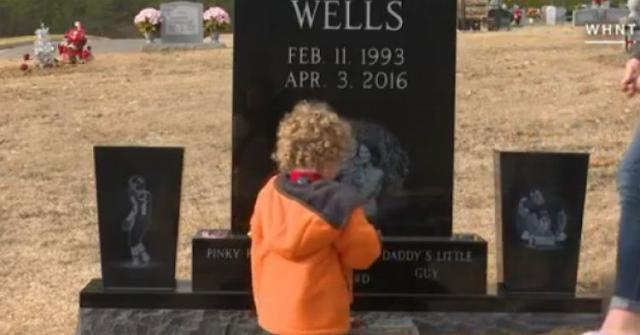 Ajak Ibu Pergi Ke Makam Sang Ayah