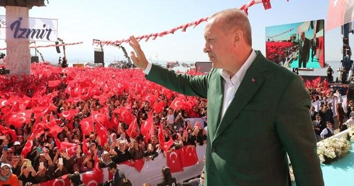Ερντογάν από τη Σμύρνη: «Ρίξαμε τους γκιαούρηδες στη θάλασσα»