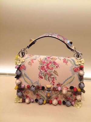 Foto della borsa stile tropicale di Fendi