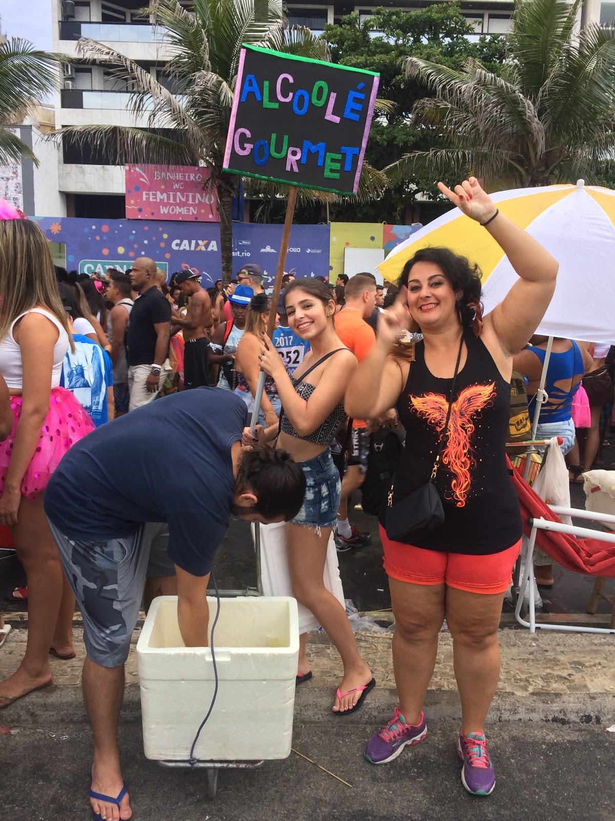 juntando mochilas o carnaval de rua do rio de janeiro