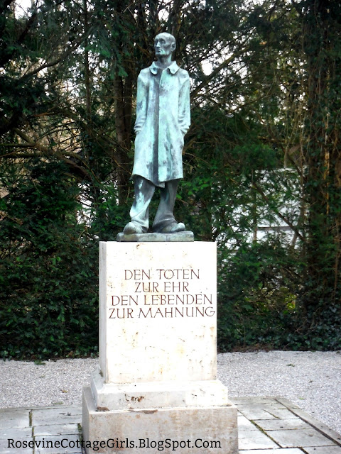 Statue of the unknown prisoner