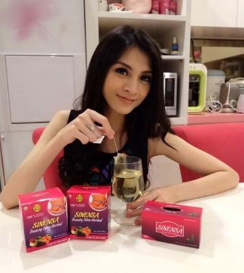 Artis Donita Rutin Mengkonsumsi Sinensa Green Tea Untuk Menjaga Tubuh tetap Langsing dan Sehat