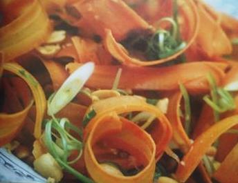 espirales de apio y zanahorias a la vinagreta de sidra