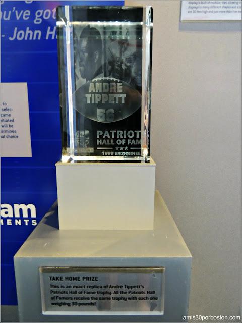 Réplica del Trofeo de los Jugadores del Salón de la Fama de los Patriots