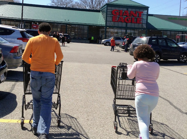 Hey Kids, Let's Go Shopping at Giant Eagle! Teaching Kids to Shop #GiantEagleSlashedPrices