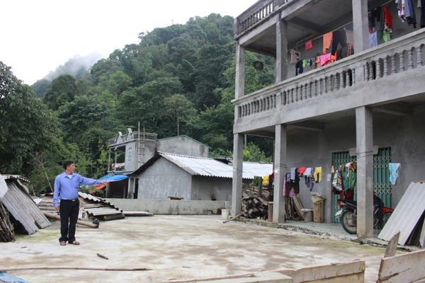 Nhờ đi làm thuê, nhiều hộ ở xã Hoàng Thu Phố (Bắc Hà) xây dựng nhà ở khang trang