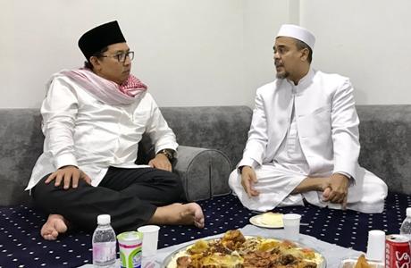 Fadli Zon Posting Foto Makan Malam dengan Rizieq di Mekkah, Netizen: Pak, Kasih Tau Suruh Dia Pulang