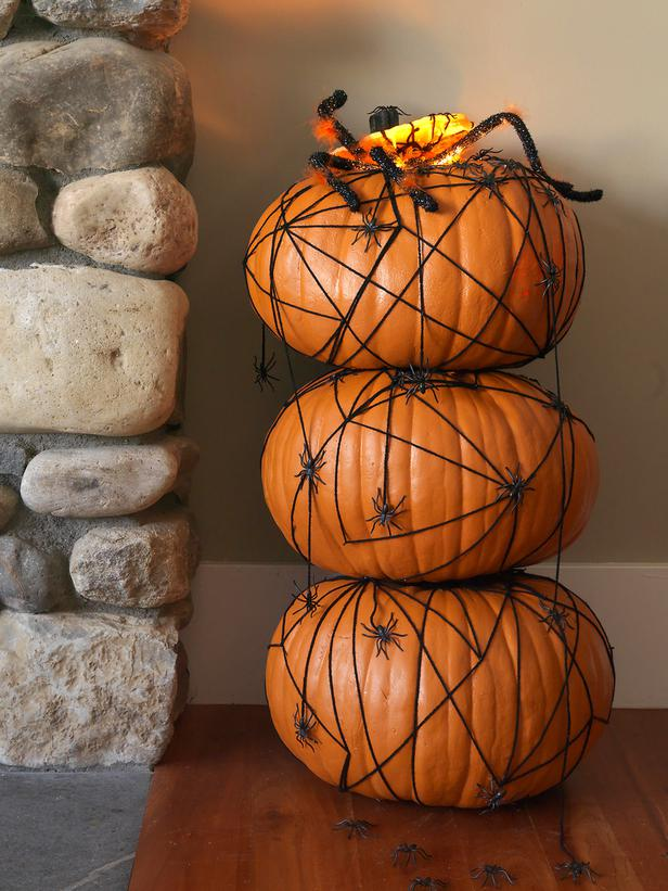 Modern Furniture: Halloween Pumpkin Topiary With Spiders