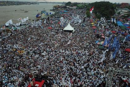 Massa Pendukung Prabowo Tumpah Ruah di Pelataran BKB Palembang