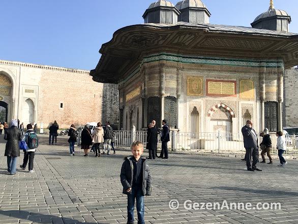 Topkapı sarayının ilk kapısı Bab-ı Hümayun
