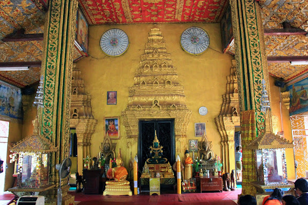 Statues at Wat Si Muang - Vientiane